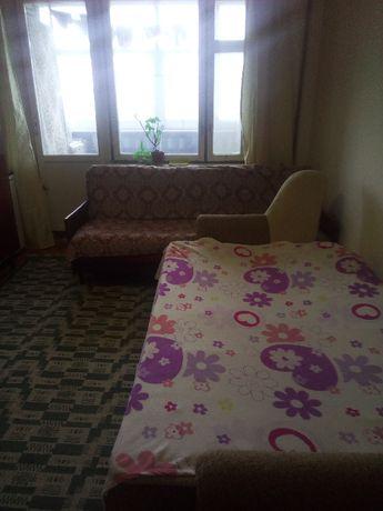здам кімнату в трьох кімнатній квартирі
