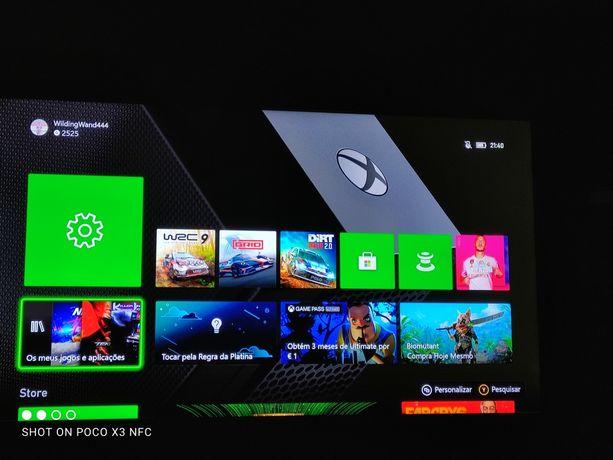 Xbox One X com dois jogos um filme de Blu-ray e um extra  .