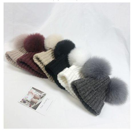 Детская шапка осень/зима с помпонами из меха лисы