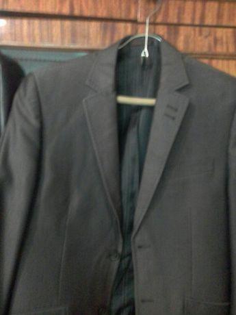 Продам 2 костюма