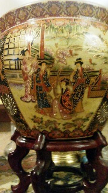 Китайская керамическая ваза