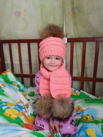 Шапка шарф натуральные помпоны енота