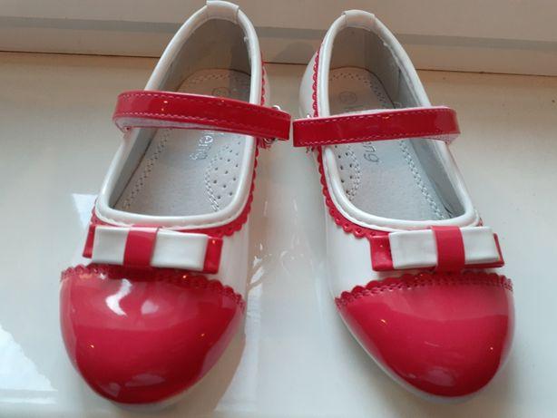 Новые лаковые туфли для девочки