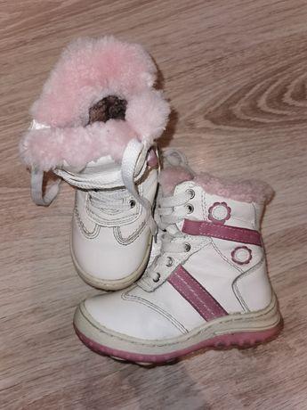 Skórzane, wysokie, zimowe, ocieplane buty rozmiar 25 na zamek