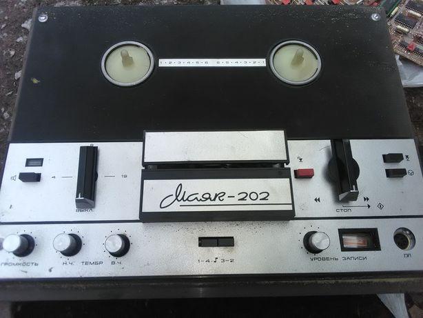 Бобинный магнитофон Маяк 202