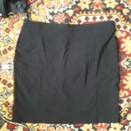 Elastyczna czarna spódniczka