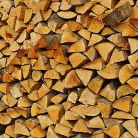 Sezonowane, zdrowe opałowe drewno kominkowe, układane,