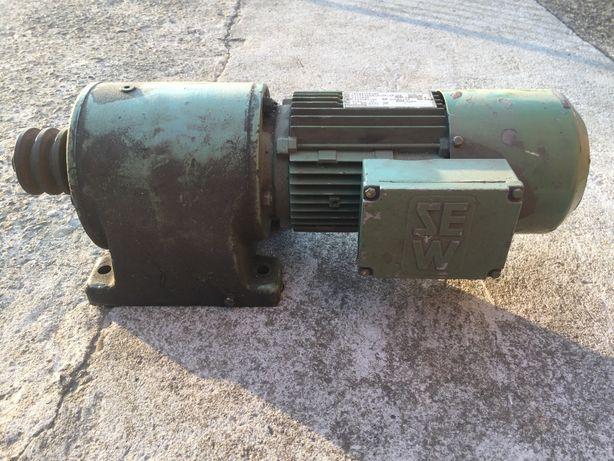 Silnik elektryczny z reduktorem SEW