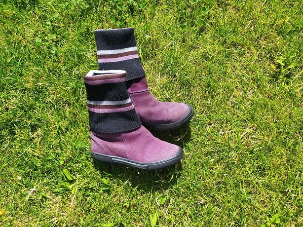 Продам демисезонные ботинки на девочку замшевые 30 размер