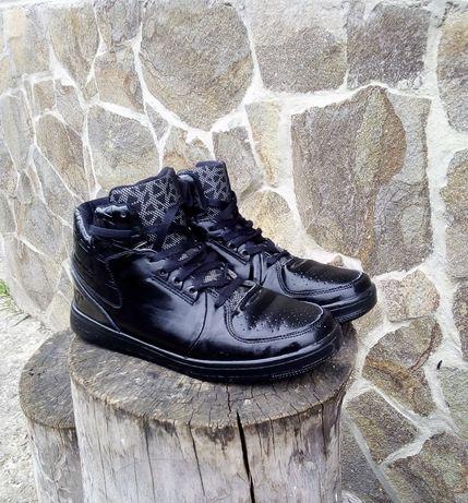 Теплые высокие кроссовки