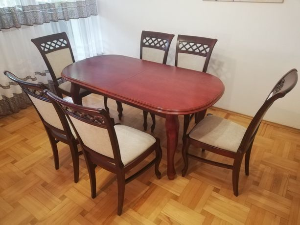 Drewniany, owalny, rozkładany stół + 6 drewnianych krzeseł