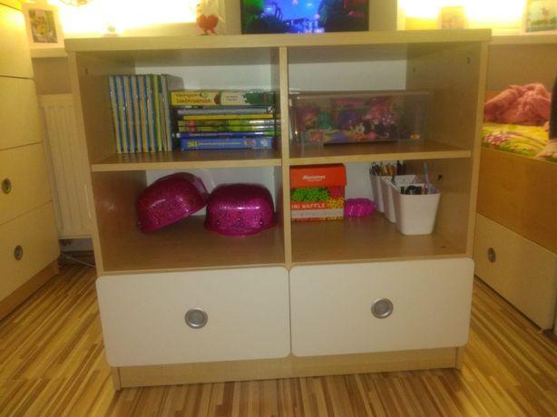 Regal, komoda z pokoju dziecinnego