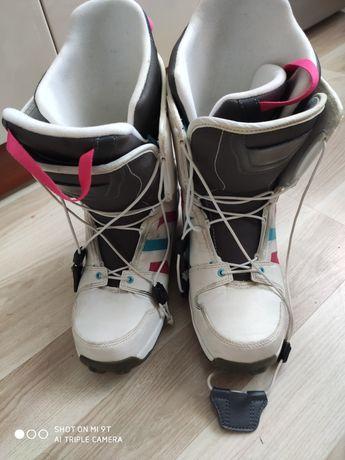 Buty snowboardowe białe