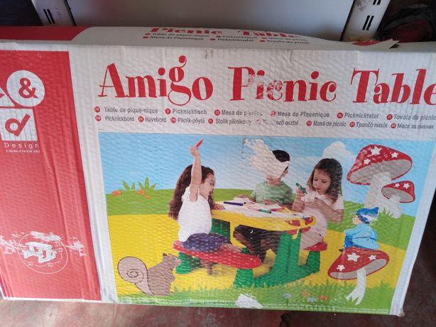 Amigo picnic table