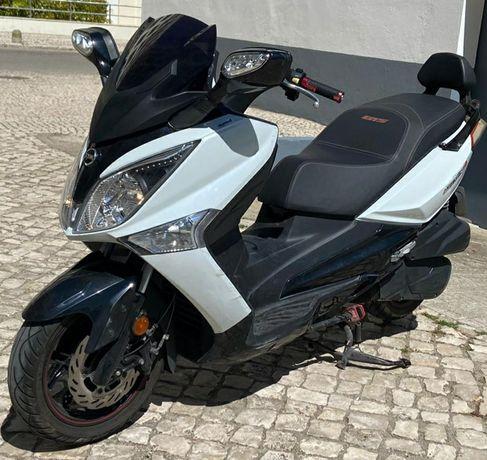 Mota scooter maxiscooter sym gts sport 125i como nova, impecável.