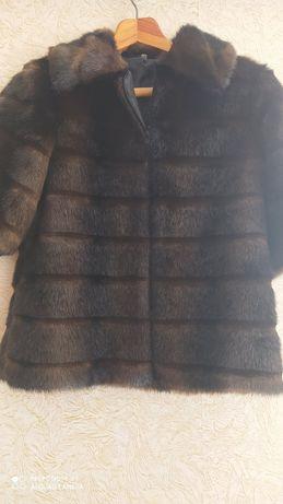 Продам короткую женскую курточку из искусственного меха