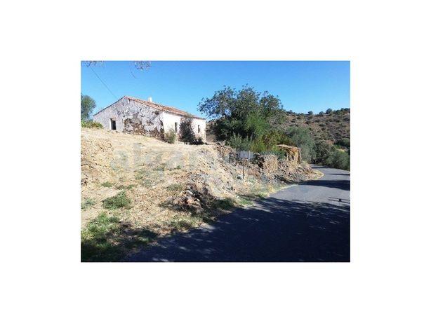 Terreno Misto com ruína e logradouro na localidade de For...