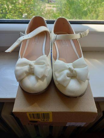Buty baleriny komunijne śliczne r. 33 Friboo