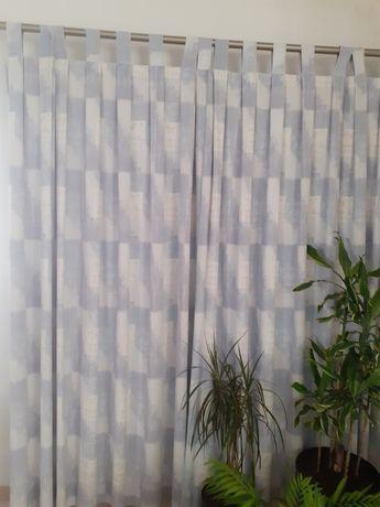 4 cortinados com padrão em tons azul