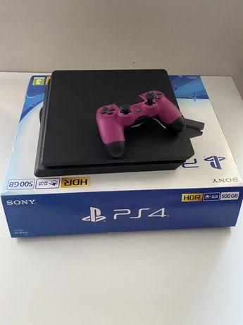 PS4 z orgyinalnym Padem ze specjalnymi funkcjami