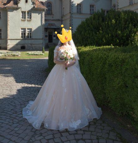 Розкішна весільна сукня ручної роботи. Ціна договірна.