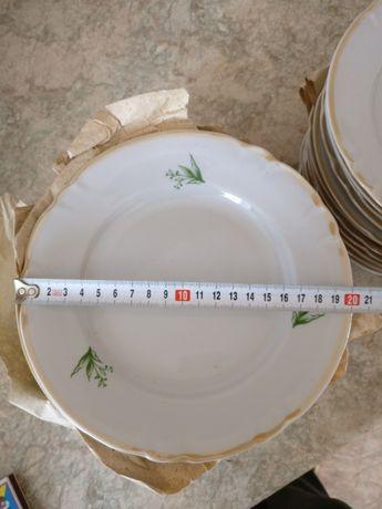 Тарелки столовые новые 12 шт