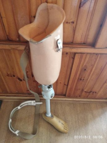 proteza nogli lewej