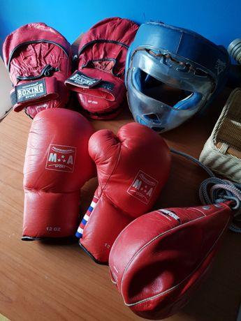 Luvas e capacete de boxe + patas urso + saco de boxe