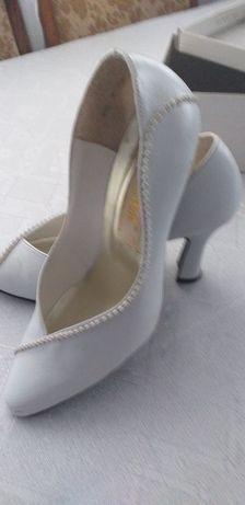 Туфлі святкові з прикрасою