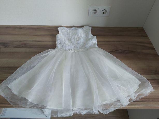 Продам нарядное платье на девочку 5,6,7 лет