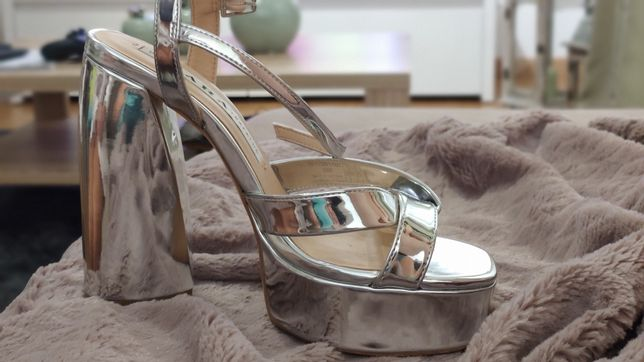 Sapatos prata Zara 35