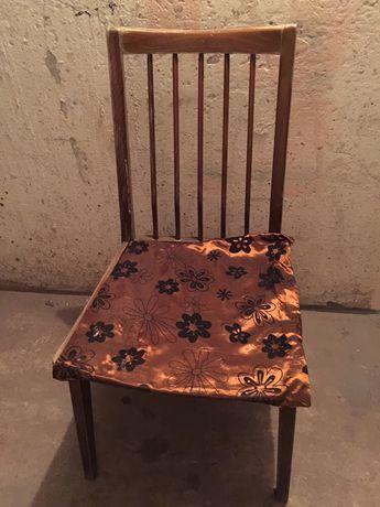 Krzesło PRL projektu R. Hałasa model 200-157.