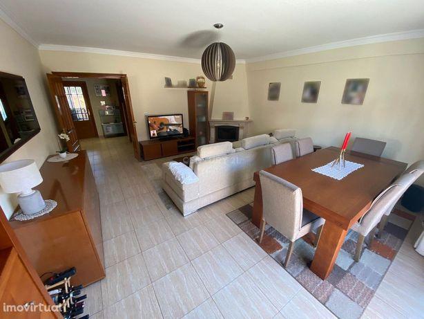 Apartamento T2, Queluz de Baixo - Barcarena, próximo às instalações da