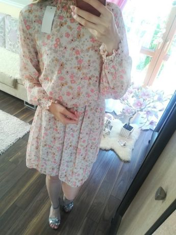 Zjawiskowa zwiewna sukienka w kwiatuszki z gumką