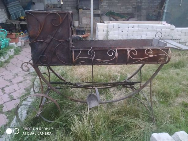 Мангал кованый на колесах