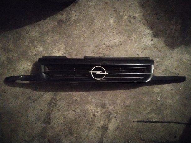 Gril atrapa chłodnicy grill + koło zapasowe zapasówka Opel Astra F 1 I