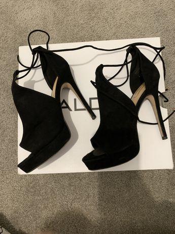 Sapatos pretos Aldo
