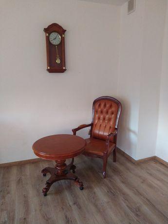 Fotel stolik zegar