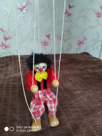 Игрушка клоун на веревочках