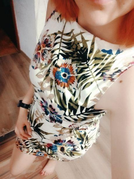 Платье с баской актуальной расцветки