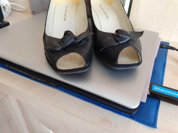 Sandały skórzane na koturnie
