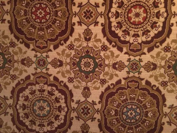 Продам ковёр 2,5 м на 3,5 м. Идеальное состояние. Висел на стене.