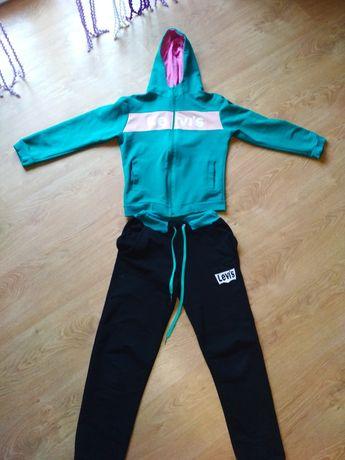 Продам спортивный костюм на 10-11 лет