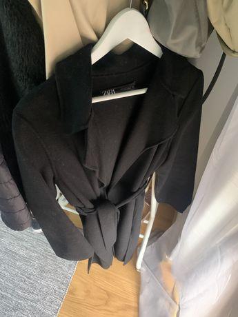 Casaco estilo robe da ZARA . Tamanho S. 15€, fazenda