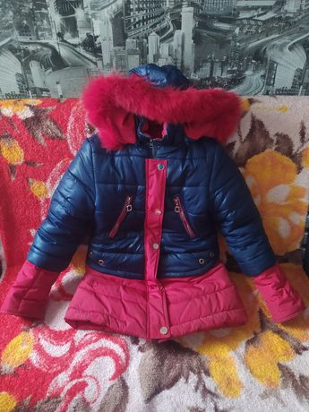 Продам зимнюю куртку с натуральным мехом на девочку 8-11 лет