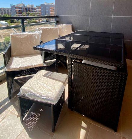 Conjunto Jardim Vime Preto 6 cadeiras e 4 Bancos