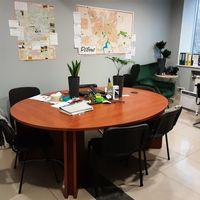 Здаємо в суборенду частину офісу, для 1 чи 2 людей. Центр.