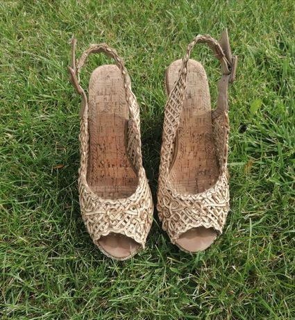 Sandały plecione na koturnie 38