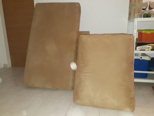Almofadas em bom estado para sofa