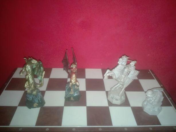 Figury szachowe Harry porter i smoki.